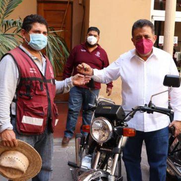 Entregan motocicletas al Departamento de Desarrollo Urbano